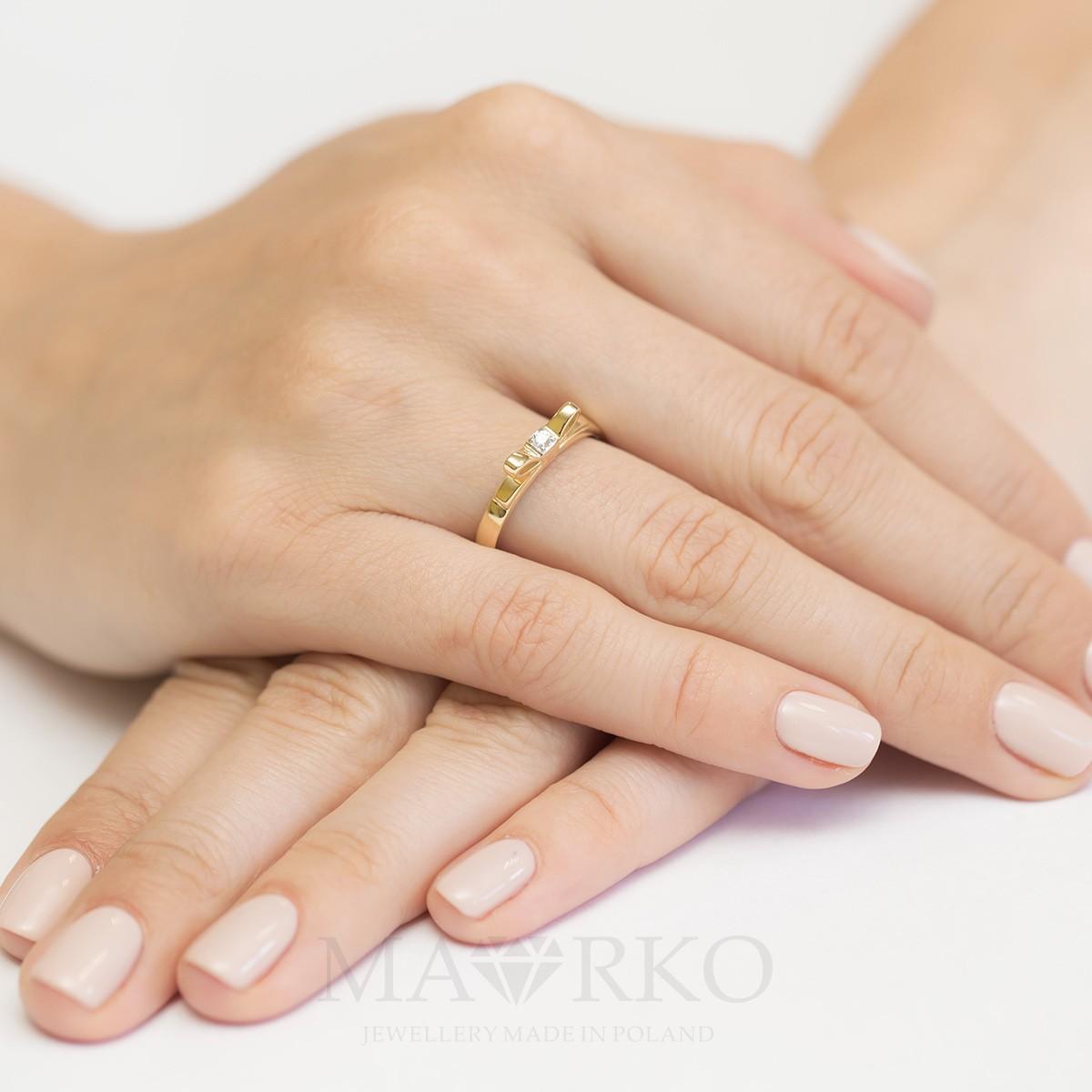 915e87eea0b87e ... Złoty pierścionek zaręczynowy brylant kokadrka Generacja W290-585-B0.03  MARKO ...